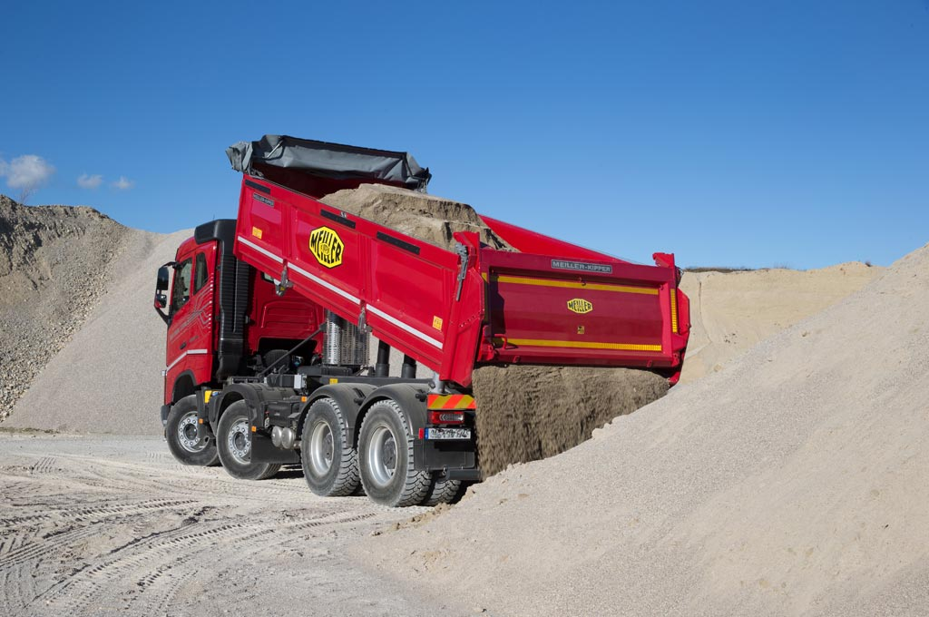 Three-way tipper D428 at work