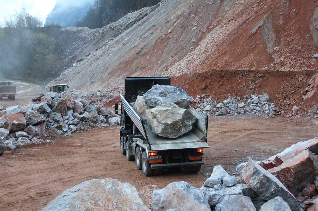 MEILLER Rock tipper at work