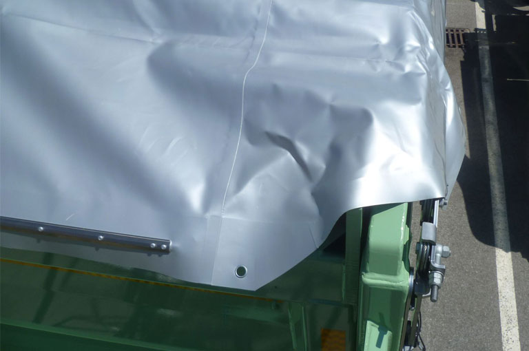 Tarpaulin fully covers the tailgate bearing