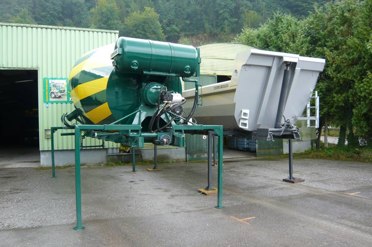 Change-over system for cement mixer and tipper bodies