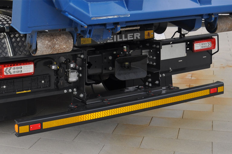 Underride and side collision protection for hooklifts