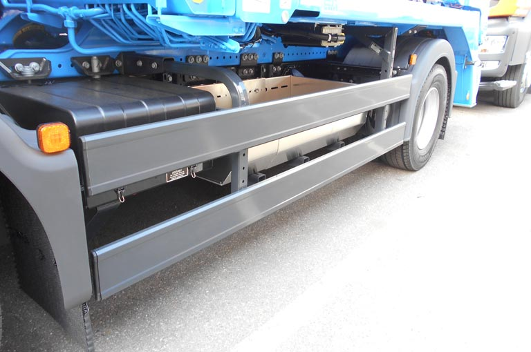 Skip handler side underride guard