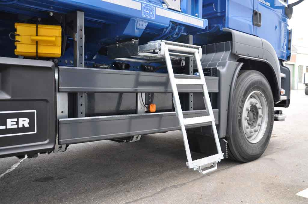 Skip handler step ladder