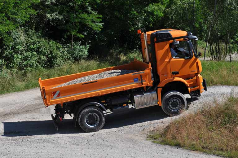 Three-way tipper in action
