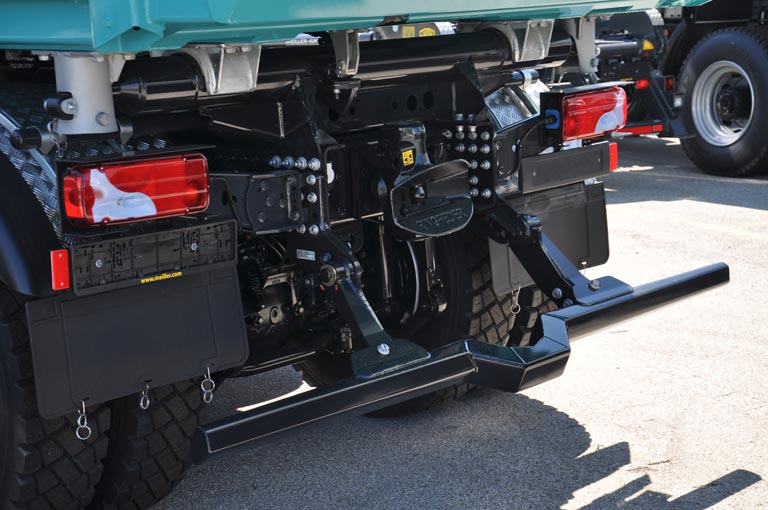 Folding underride guard for three-way tipper
