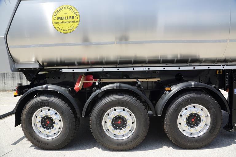 Tipping semi-trailer mudguards
