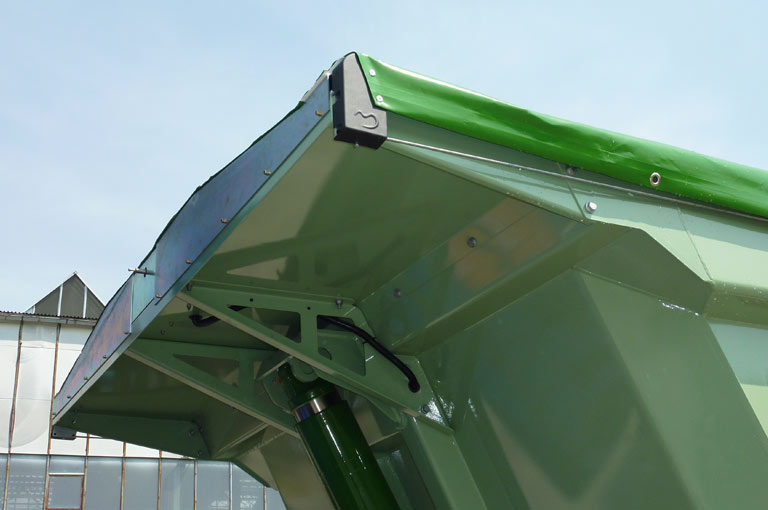 Cab protection for tipping semi-trailer