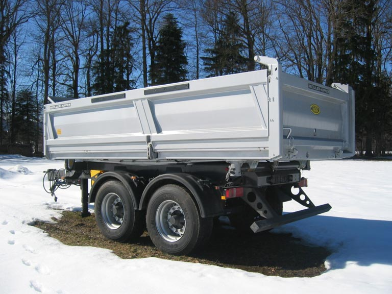 Centre-axle trailer in the snow