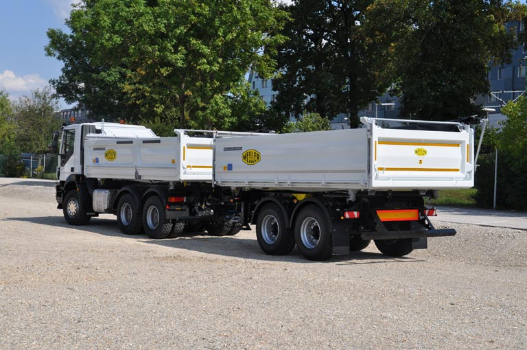 Centre-axle trailer white