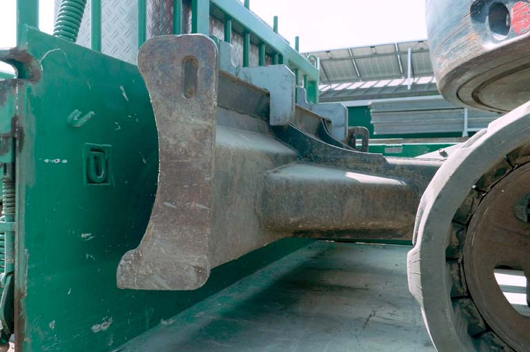 Digger locking mechanism on the Baumeister trailer