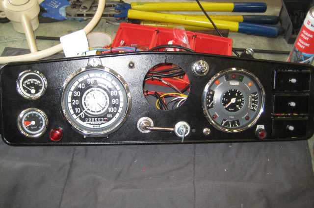The pre-mounted instrument panel
